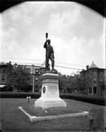 Monument in 1900. Courtesy of The Valentine Museum of Richmond.