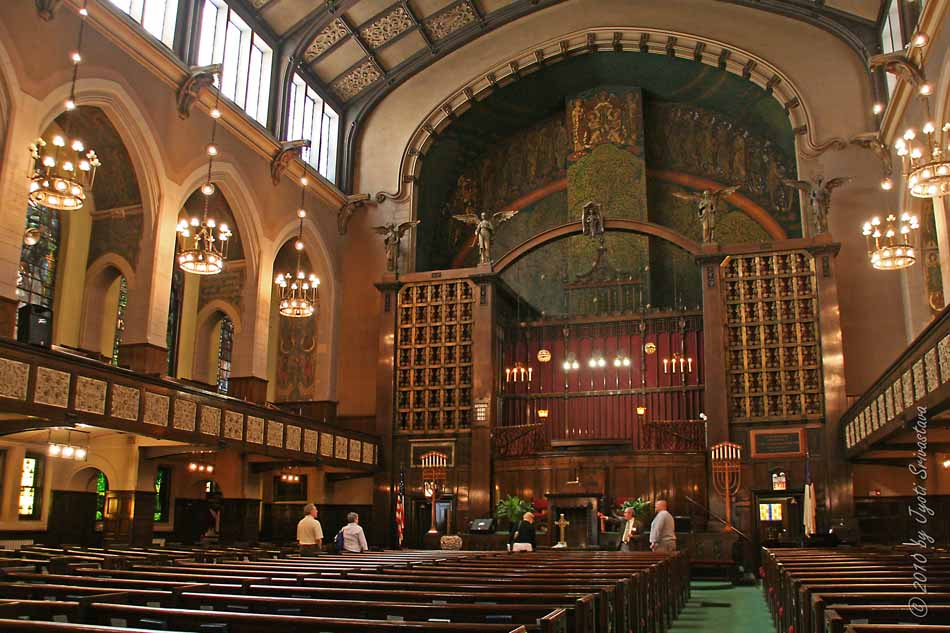 Church interior, with murals (blogspot.com)