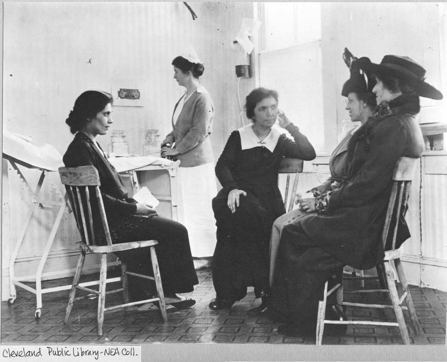 Sanger, her sister Ethel Byrne and Yiddish interpreter Fania Mindell counseling clients.