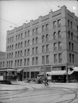 A historic photo of the hotel along the former trolley line.