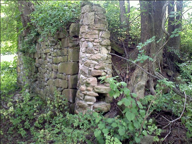 Ruins of barn dating to before 1735 along Governor Road
