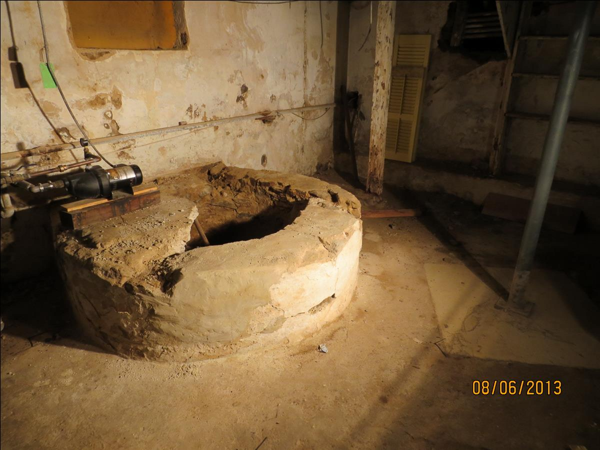 Mysterious Cistern in c1721 basement of Penrose-Strawbridge House.  This, and large vaults in this basement indicate that it may have been part of Sir William Keith's efforts to build a brewery on the estate.