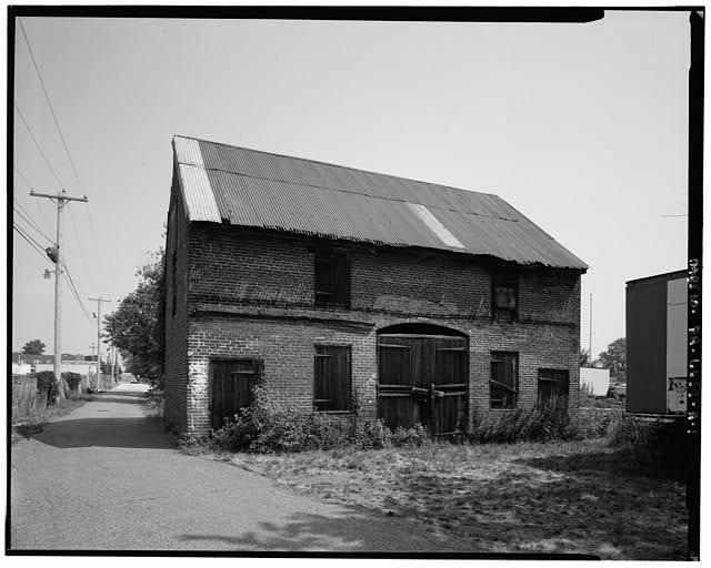 Carriage house photographed in 2000 by Joseph Elliott (image from HABS)
