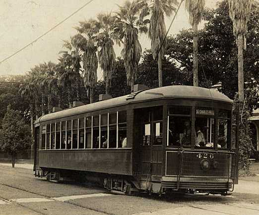St. Charles Streetcar in 1910s (commons.wikimedia.org)