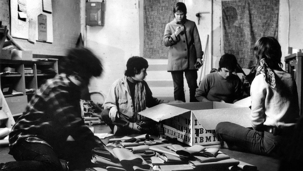 Members and volunteers mailing out newspapers at the rowhouse in 1972.