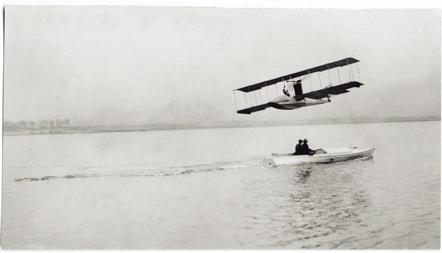 Jannus, former Mayor Pheil and the Benoist XIV take flight.