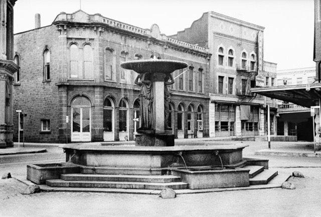 Skidmore Fountain (http://pdxoldtown.org/)