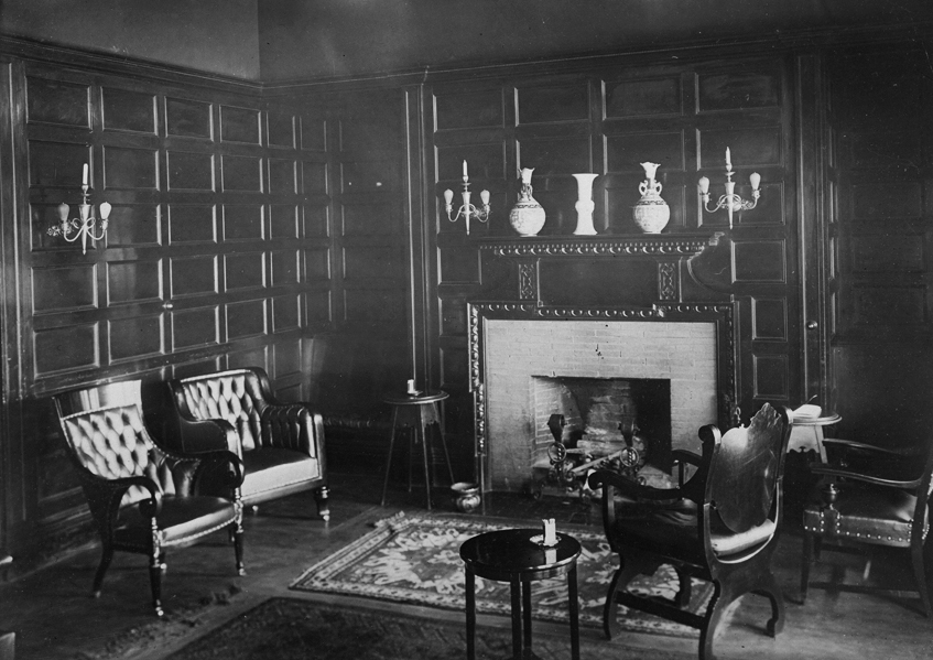 Interior of one of the rooms, at an unknown date (oregonencyclopedia.org)