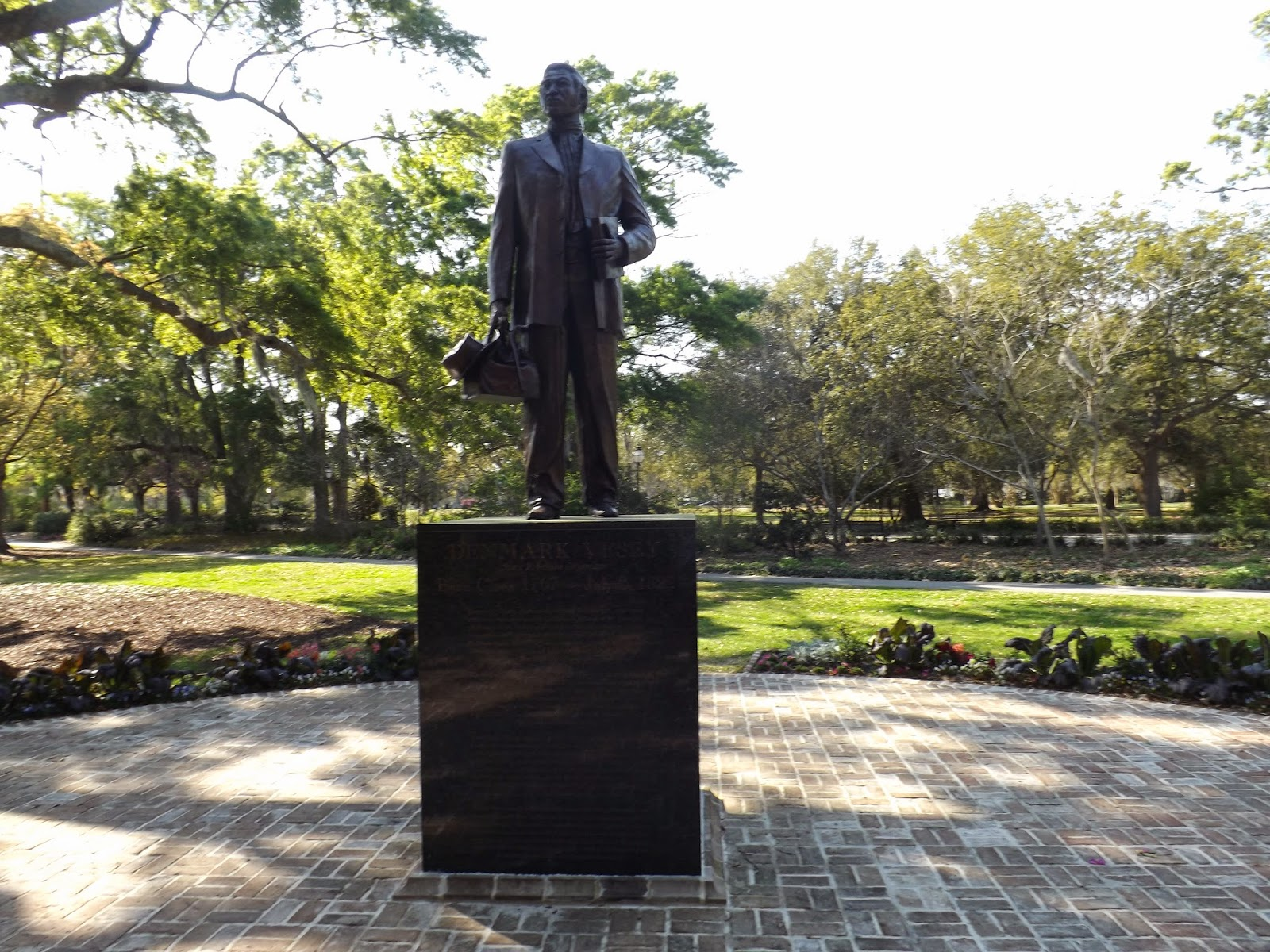 The monument was dedicated after 18 years of deliberation and fundraising by a local committee led by Charleston city councilman Henry Darby