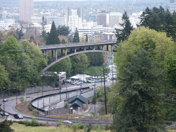 A modern view of the Vista Avenue Viaduct and Downtown Portland (structurae.net)
