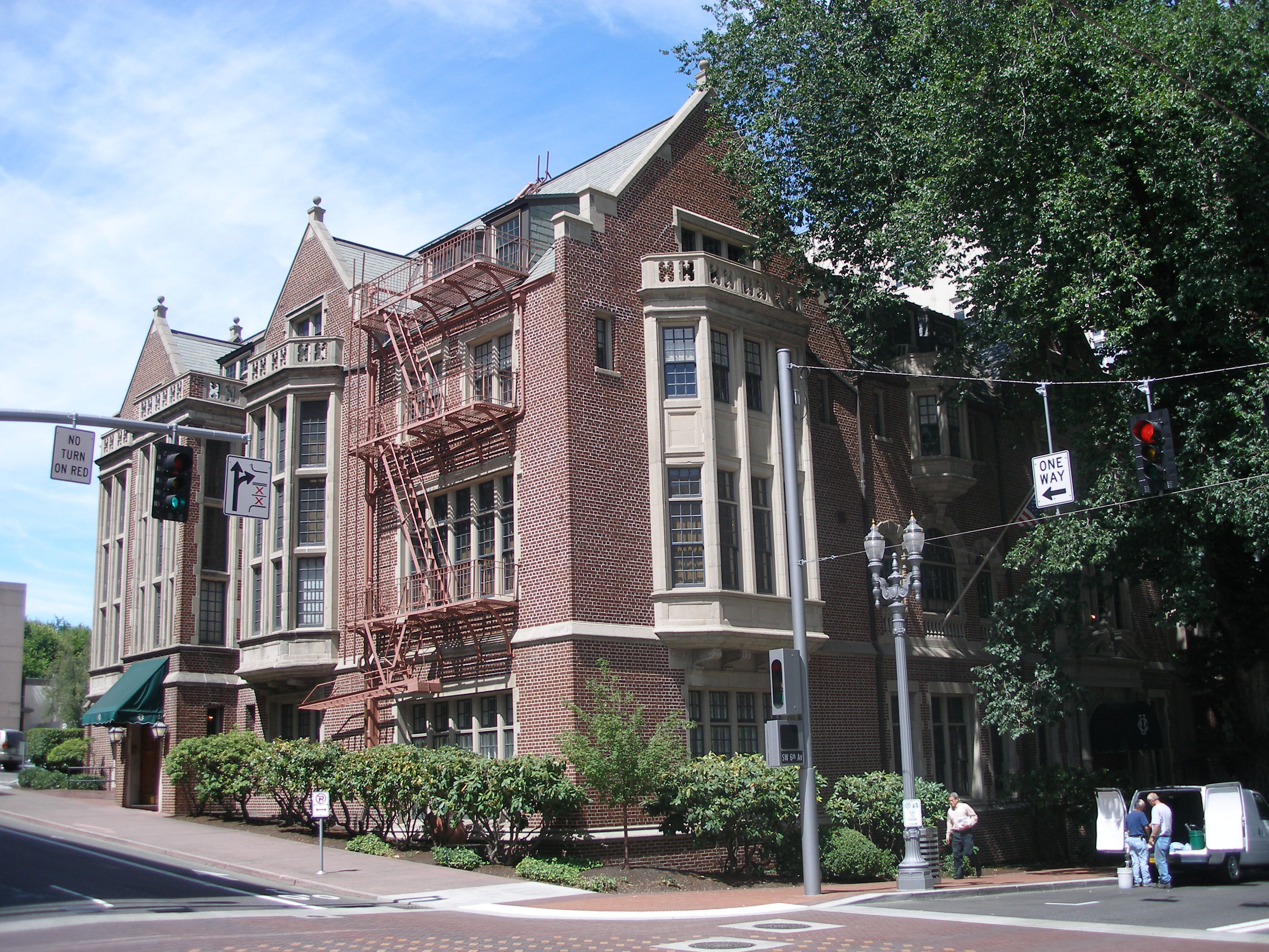 Exterior view of the University Club (frontier.com)