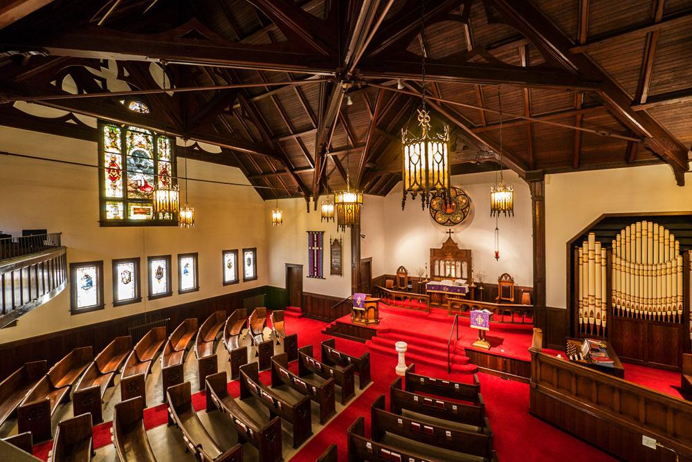 Interior view of the church (http://stjamespdx.org/)