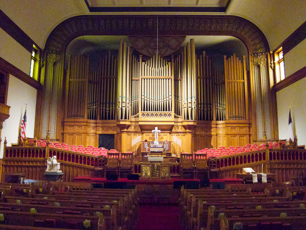 The church's sanctuary is dominated by the massive Roosevelt organ. Photo by beautifulcataya licensed under Creative Commons: https://creativecommons.org/licenses/by-nc-nd/2.0/legalcode