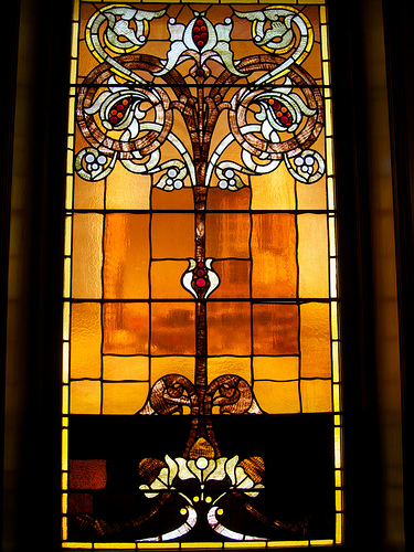 Stained glass window in the Arts and Crafts style. Photo by beautifulcataya licensed under Creative Commons: https://creativecommons.org/licenses/by-nc-nd/2.0/legalcode
