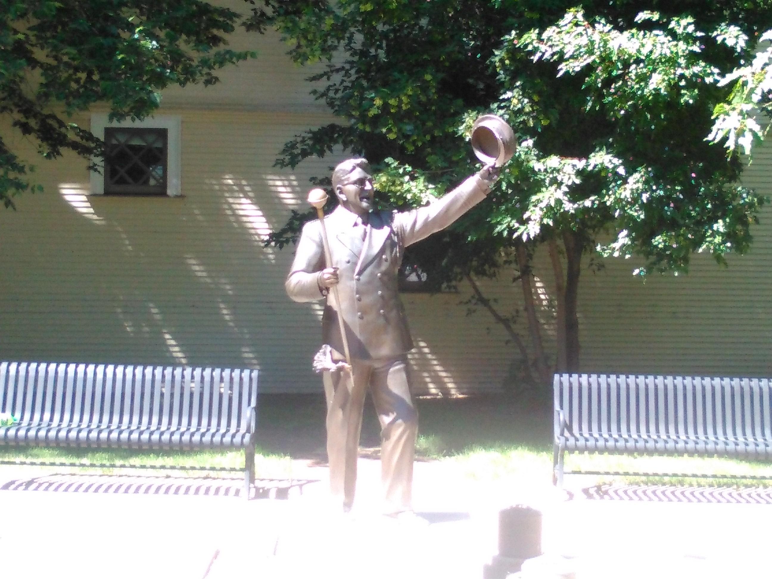 Statue of Robert Meredith Willson.