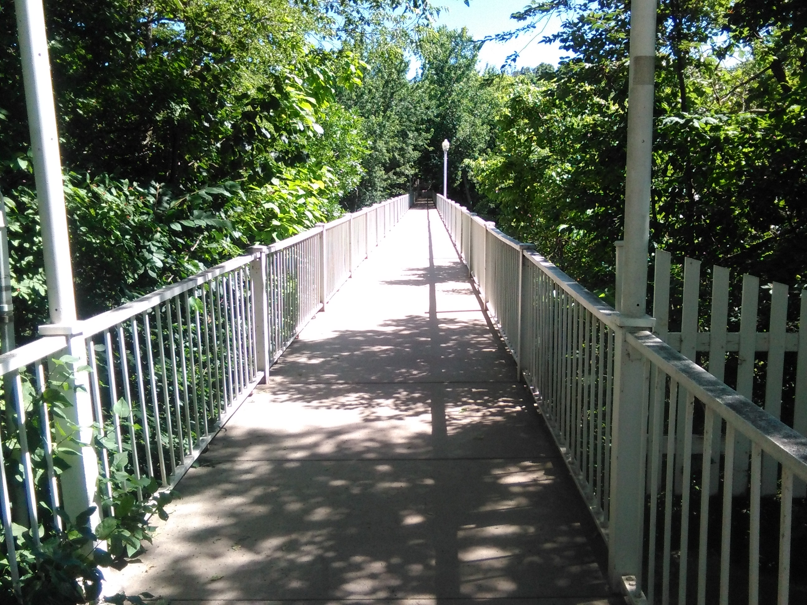 On 2nd St. SE in Mason City over Willow Creek the bridge connects