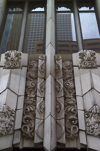 Detail of the ornate Art Deco terra cotta facade of the Paramount Theatre. Photo by Dave & Margie Hill/Kleerup. Licensed under Creative Commons.