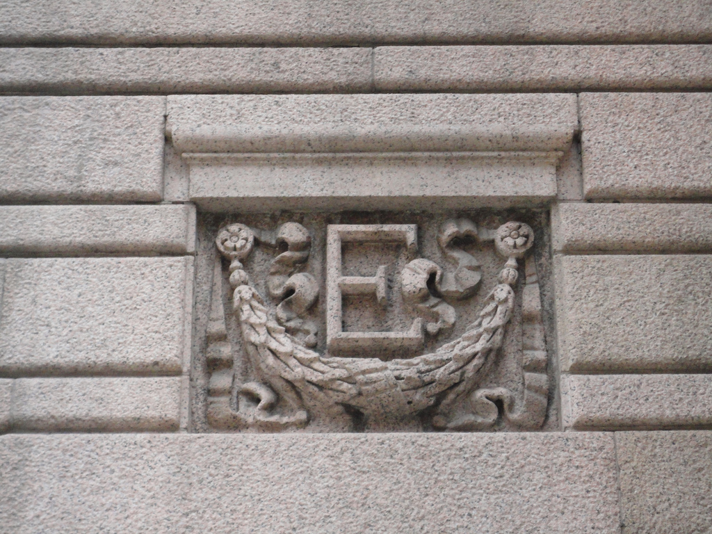 "The letter ""E"" appears is used as a decorative motif throughout the Equitable Building. Photo by Paul Sableman. Licensed under Creative Commons."