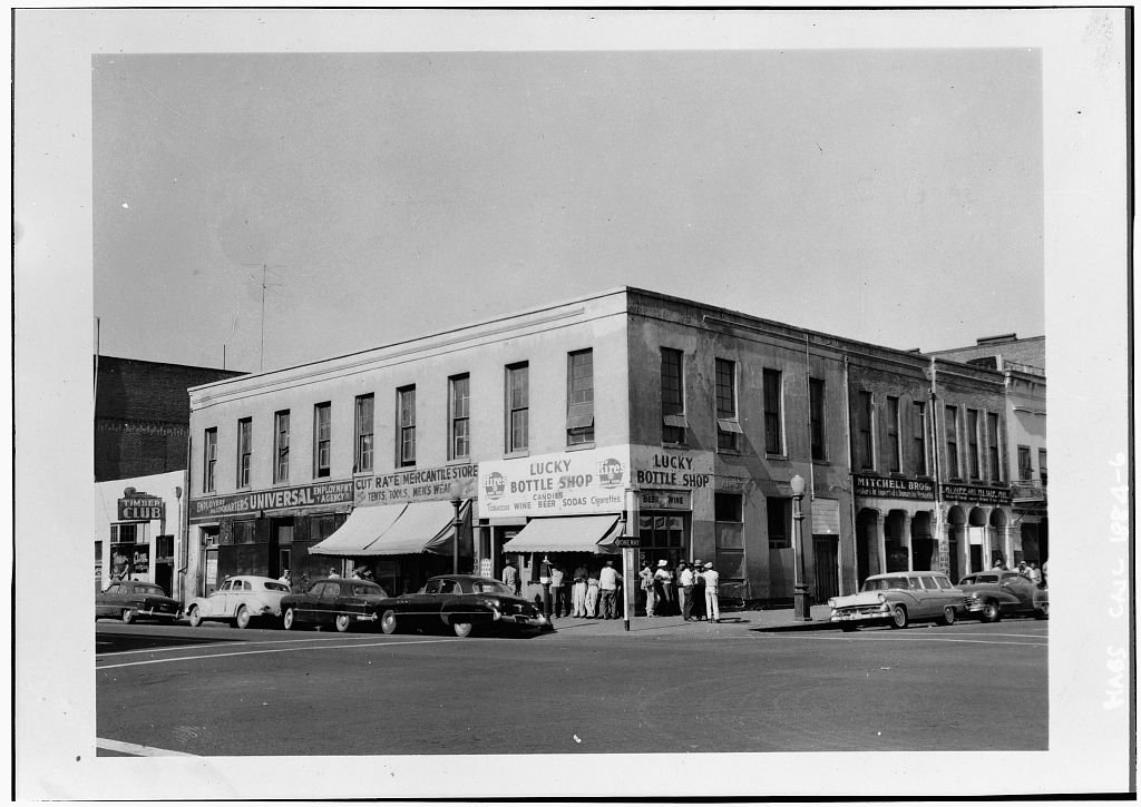The building sunk further into neflect in the 1950s. By 1960, only the Lucky Bottle Shop would remain (Library of Congress).