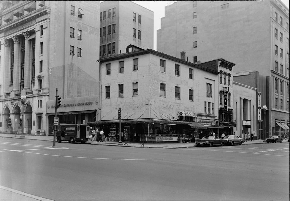 The tavern building in 1967, courtesy of Historic American Buildings Survey (HABS)