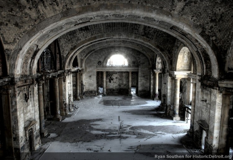 The abandoned waiting room (image from Historic Detroit)