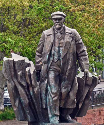 The controversial Lenin Statue in Fremont, Seattle (image from Dazzling Places)