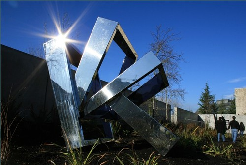 Perre's Ventaglio III, 1967, by Beverly Pepper (image from Olympic Sculpture Park on Tumblr)