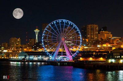 Seattle Great Wheel during a full moon (image from RL5 Photography)