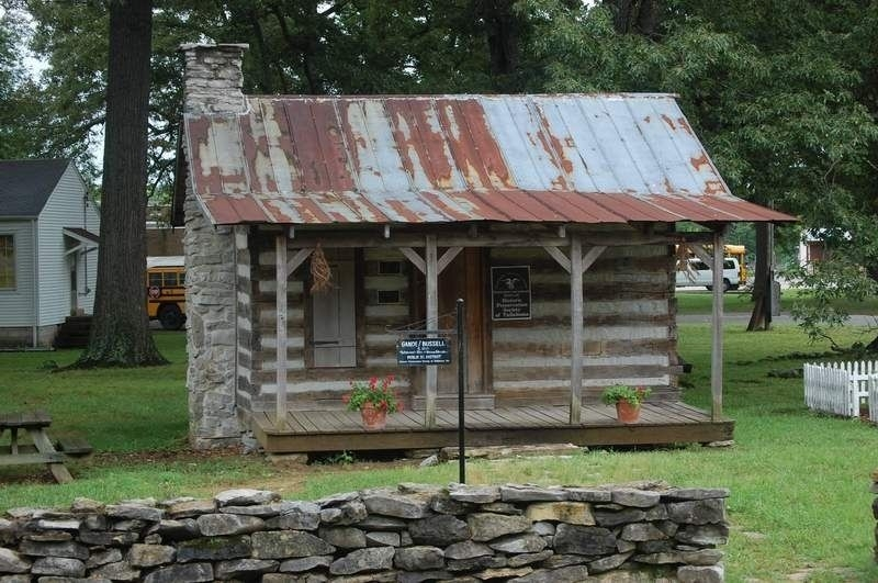 Image of the Ganoe-Bussell log cabin. Photo by Sharon N. Goodman.