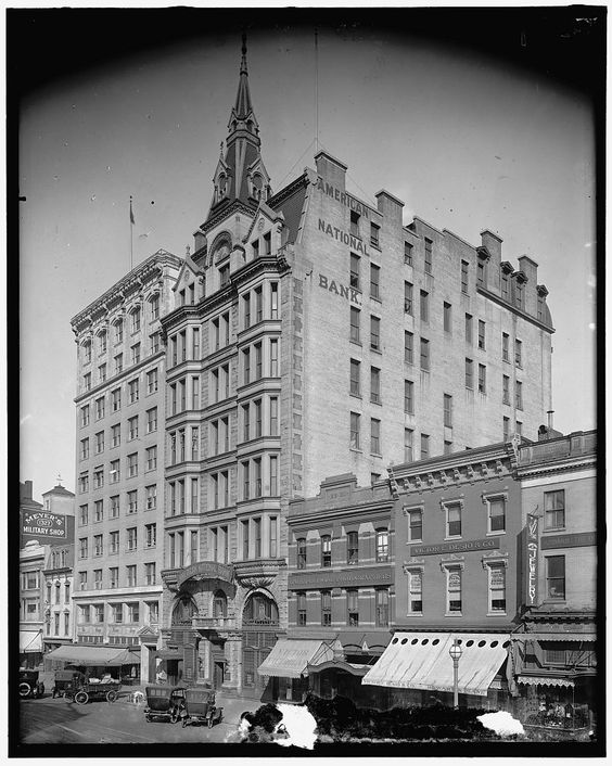 1920s-1930s photo of the building. Courtesy of the Library of Congress
