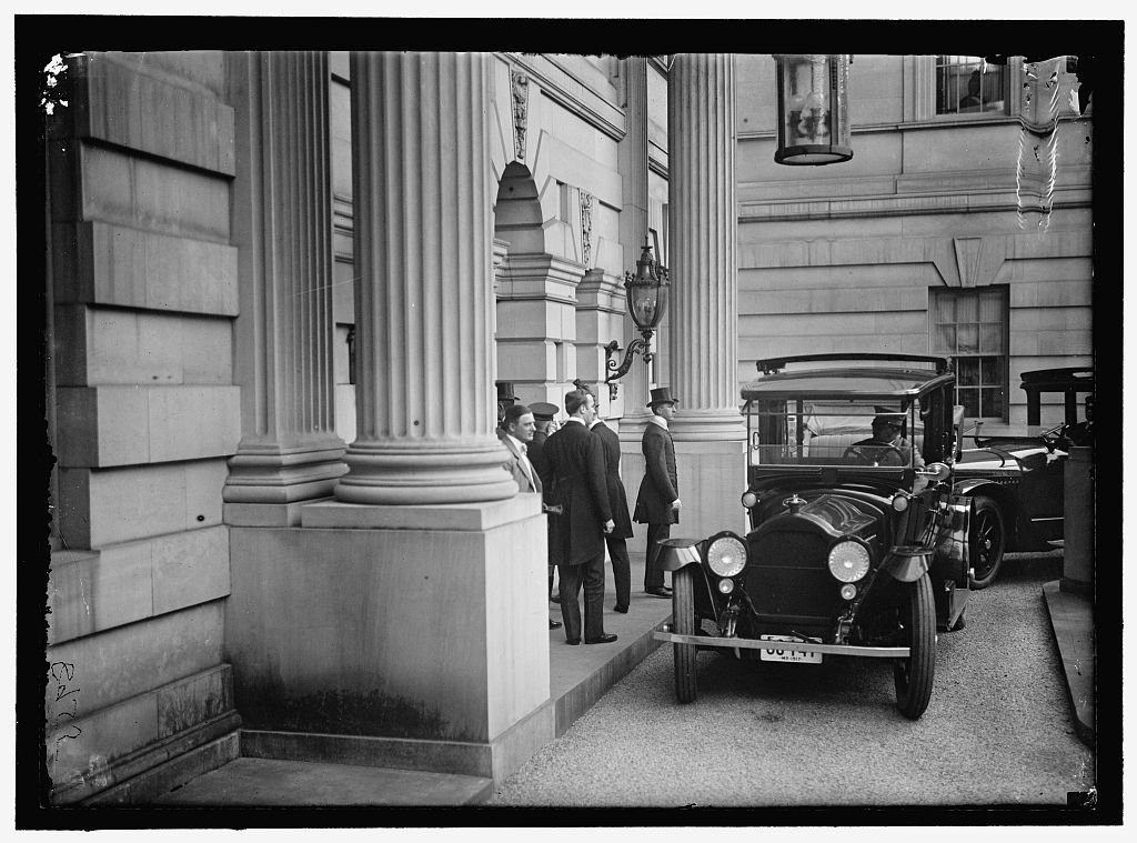 Belgian mission arriving at the Anderson House in 1917. Photo by Harris & Ewing, courtesy of the Library of Congress.