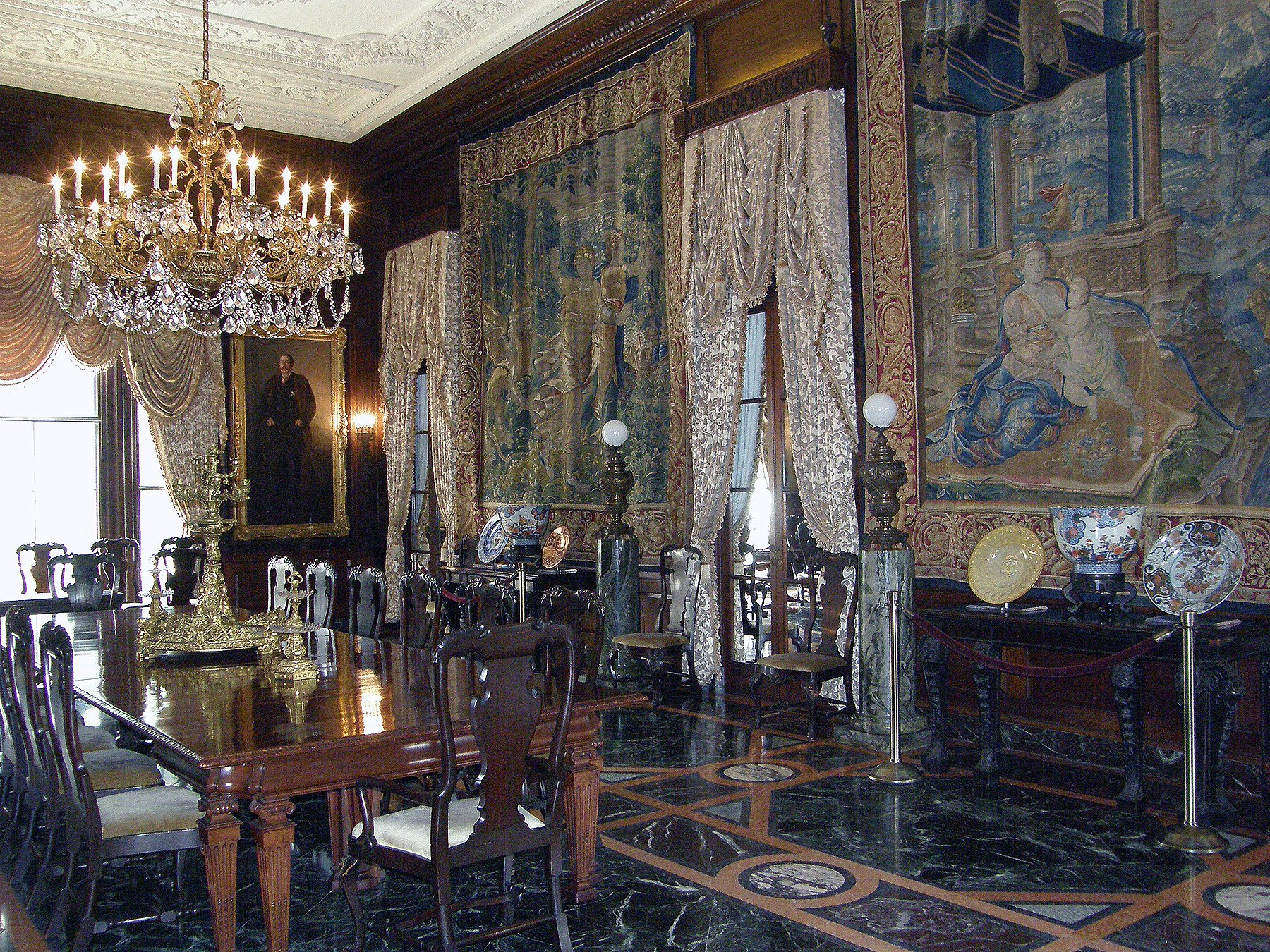 Dining room at the Anderson House. Wikimedia Commons.