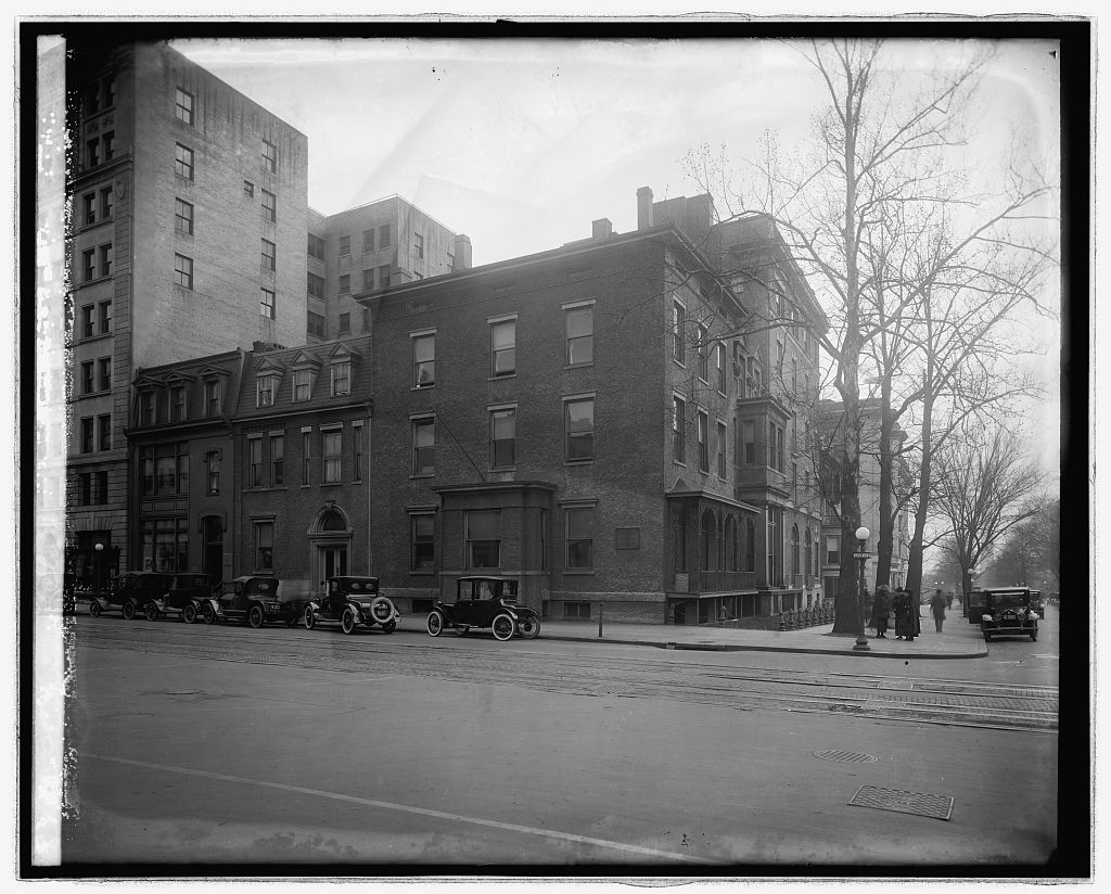 1921 photo of the club's first home, the Corcoran Building on the corner of 15th and F Streets, N.W. Courtesy of the Library of Congress