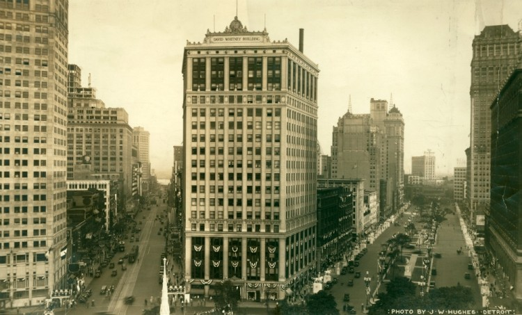 The David Whitney Building, with a view down Woodward Ave to the left and Washington Boulevard to the right