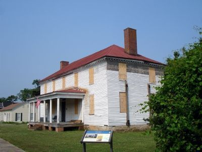 "The ""Brockenbrough-Peyton House"" as of May, 2007.  The once-celebrated mansion gained national notoriety as the second-to-last stop of Booth's escape from Union justice after he murdered President Lincoln."