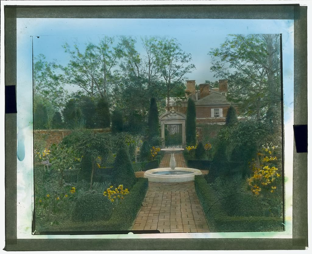 A 1919 example of the walkways and gardens at Tregaron Estate, then known as the Causeway. Courtesy of the Library of Congress.