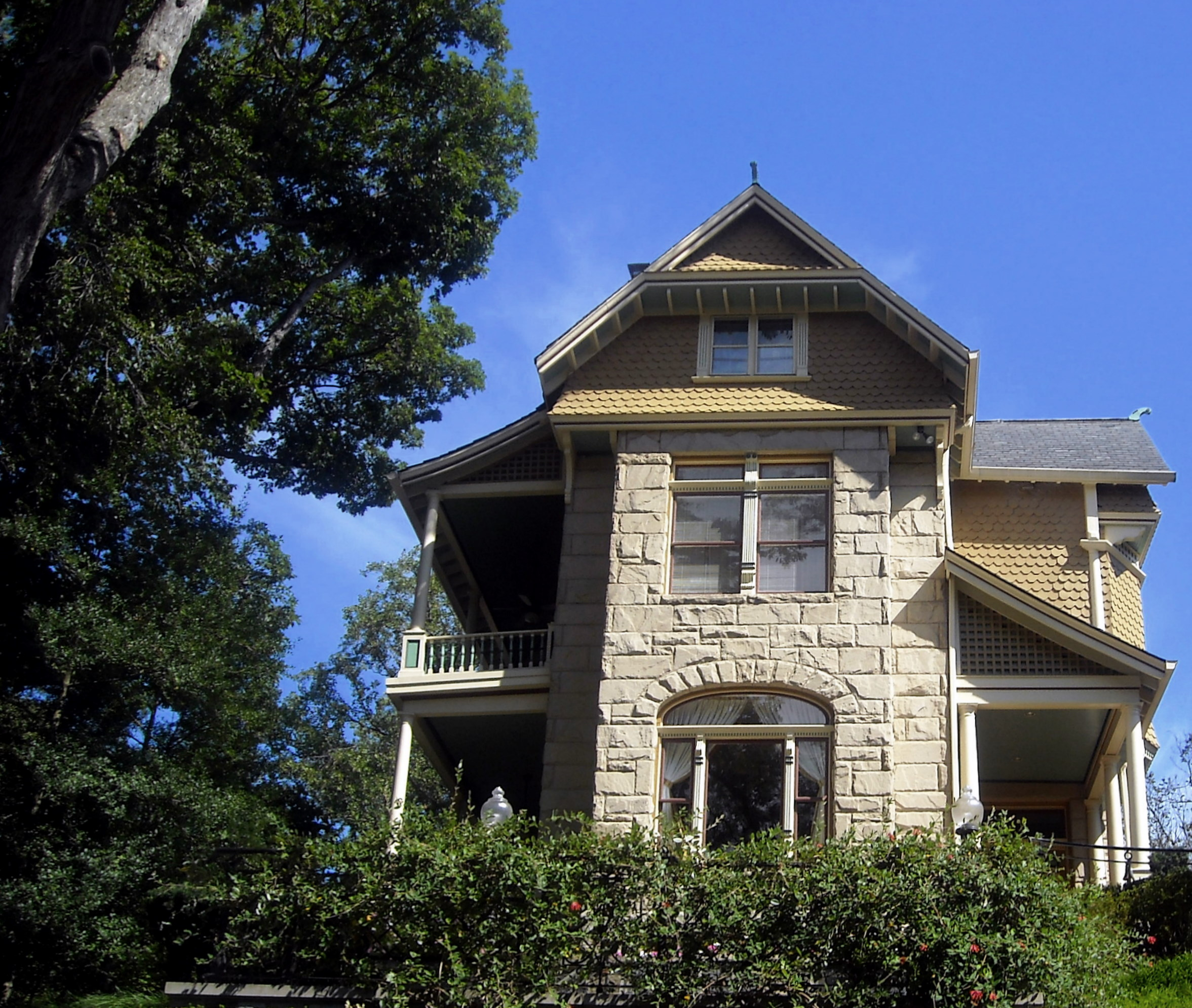 A view of the home in 2008 ((By AgnosticPreachersKid (Own work) [CC BY-SA 3.0 (http://creativecommons.org/licenses/by-sa/3.0) or GFDL (http://www.gnu.org/copyleft/fdl.html)], via Wikimedia Commons))