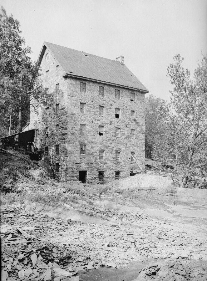 An old photograph of the mill. Date unknown.