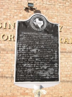 The historic marker for the Bachelor Girls Library Club in Rusk, Texas.