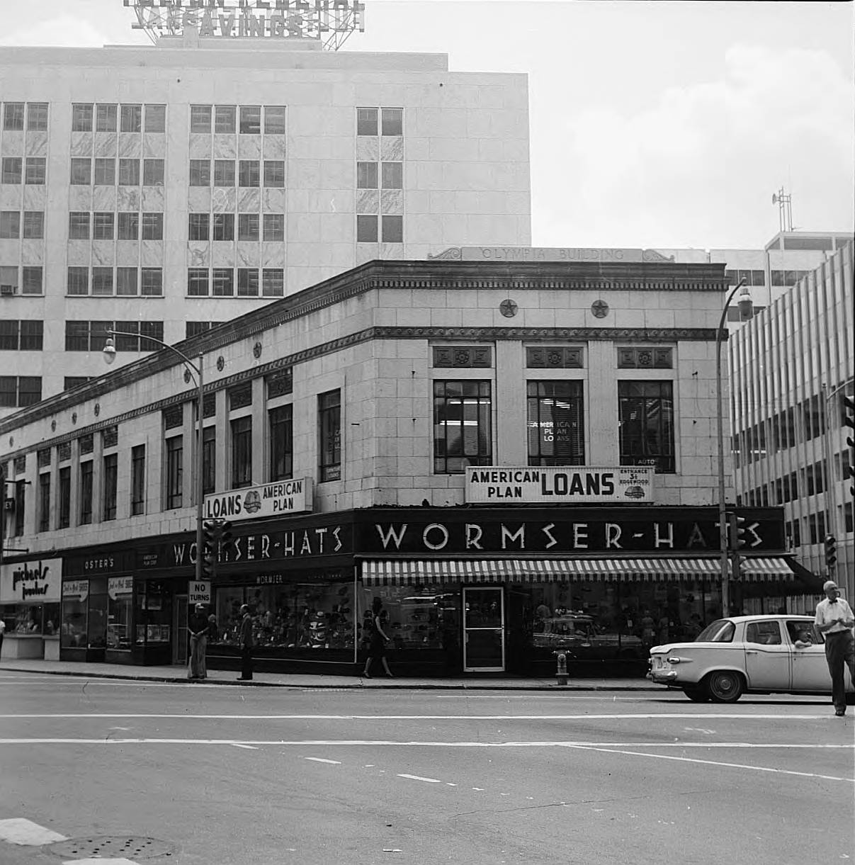 View of the Olympia Building with Wormser-Hats on the first floor