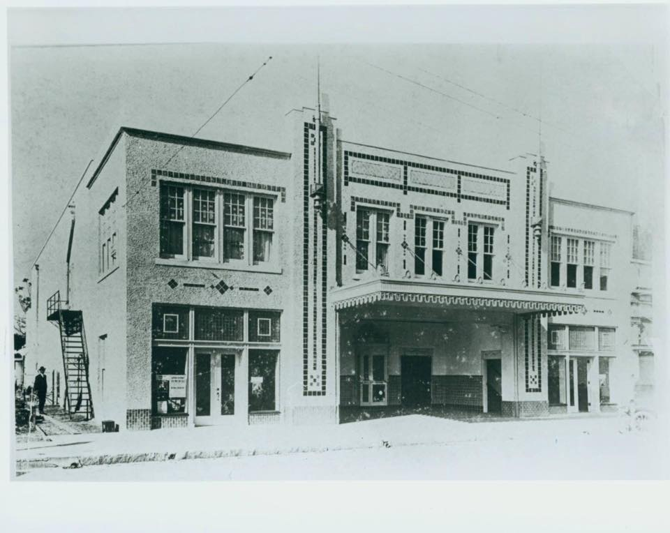 View of Beacham Theater in 1921. The Beacham hosted vaudeville acts from 1921 to 1936, when it switched to showing first-run movies.