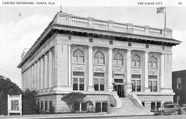 Centro Asturiano in 1911.