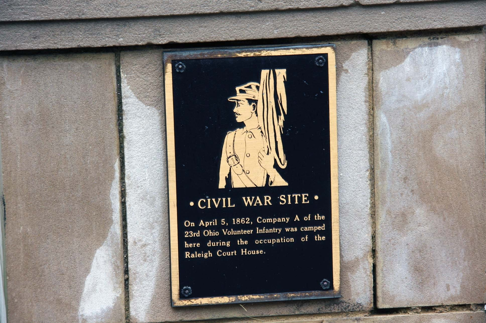 This small plaque was placed near the entrance of the courthouse to commemorate the 23rd Ohio's Company A occupation of the site in 1862. Image obtained from the Historical Marker Database.