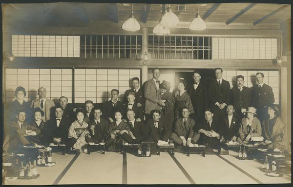 This is when the team was invited to the Wasada Club. It is the largest tea house in Tokyo.