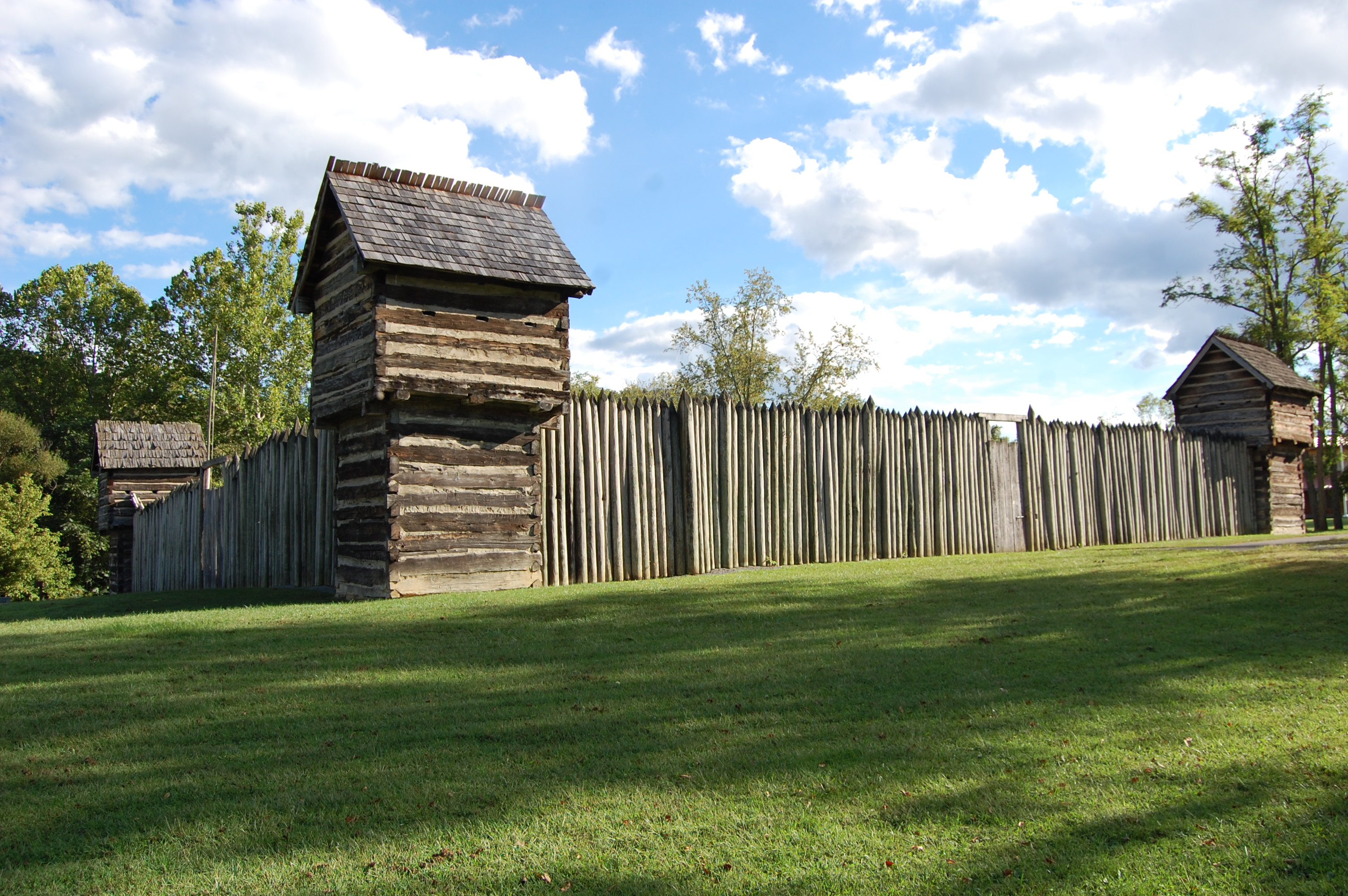 While the original fort no longer exists, it is believed to have resembled Prickett's Fort which is located on the Monongahela River.