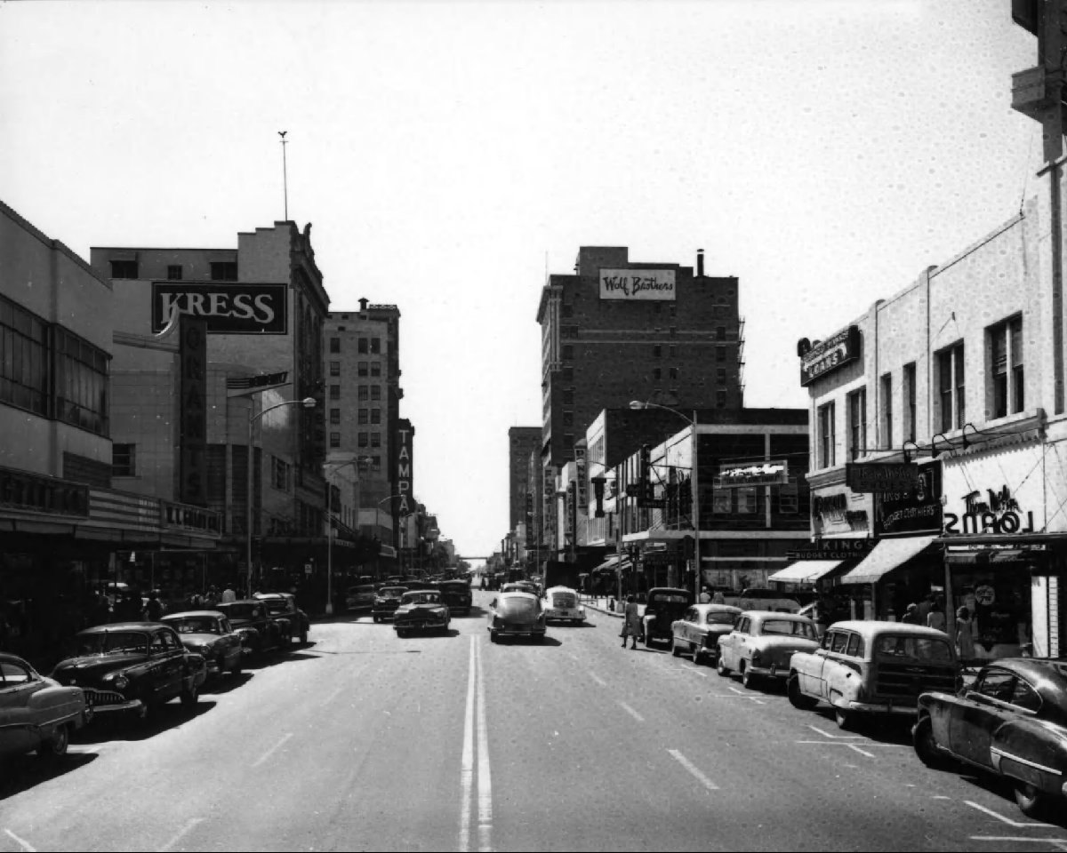 North Franklin Street, 1930s with the current Kress building on the right