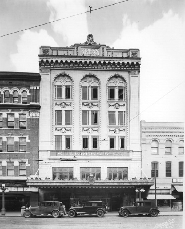 Third and final Kress building as seen in 1930s.