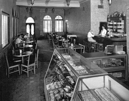 Novedades coffee spot in 1954