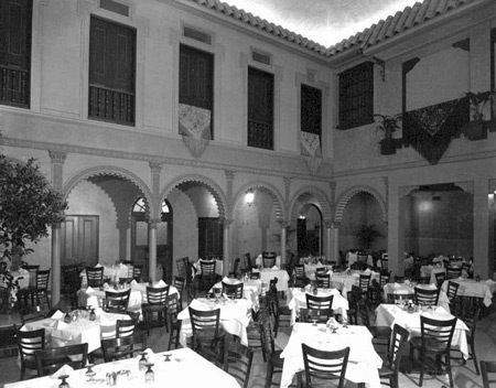 Novedades dining room in 1953