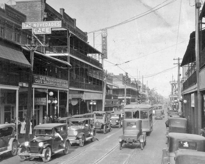 7the Ave. Novedades on right in 1926